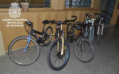Detenidos cuatro jóvenes por robar bicicletas en comunidades de vecinos del G-3