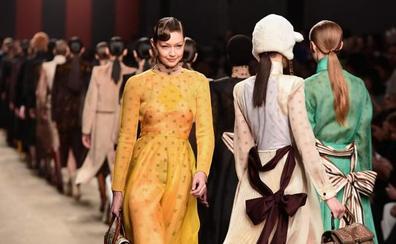 Fendi rinde tributo a Karl Lagerfeld