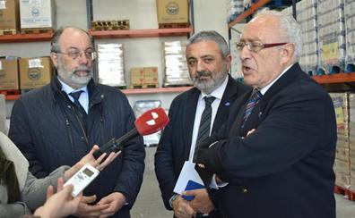 El Gobierno entrega a Cruz Roja y al Banco de Alimentos más de 114.000 kilos de productos