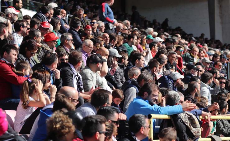 La afición del Burgos disfruta de la victoria ante el Rápido de Bouzas