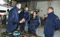 Robles agradece el «esfuerzo y dedicación» del Ejército del Aire tras su visita a Espinosa de los Monteros