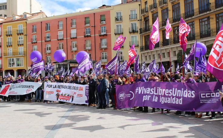 Trabajadoras y estudiantes se han manifestado este 8 de Marzo por un trabajo digno para el colectivo femenino