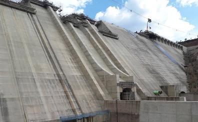 Incertidumbre en la cuenca del Arlanza ante la conclusión de la presa de Castrovido, que ha completado su hormigonado