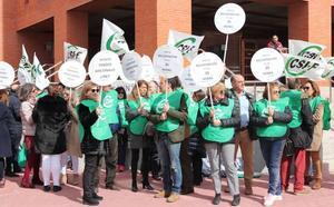 CSIF se moviliza para reclamar las 35 horas a la Junta y pide a los partidos que se «retraten»