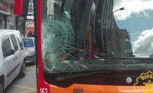 Herido un joven de 15 años tras ser atropellado por un autobús urbano en la calle Vitoria