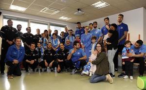 El San Pablo Burgos visita el área de Pediatría del Hospital Universitario de Burgos