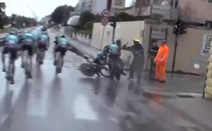 Brutal accidente al cruzarse un peatón en la Tirreno-Adriático