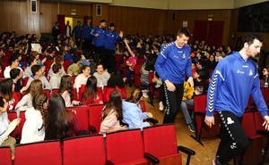 El San Pablo Burgos visita el Colegio Liceo Castilla, en las Jornadas del Deporte
