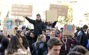 Jóvenes españoles se concentran en 49 ciudades, entre ellas Valladolid, para secundar la huelga mundial por el clima