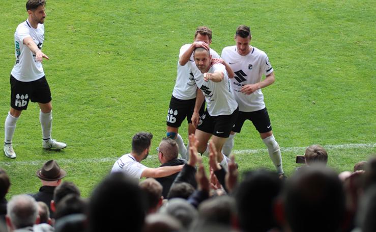 Algunos de los momentos del partido entre el Burgos CF y la UD Las Palmas Atlético
