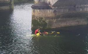 Fallece un conductor ahogado al caer con su vehículo a una ría en Cantabria