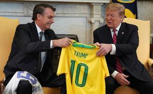 Bolsonaro declara su adoración a Trump