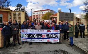 Funcionarios de la cárcel paran para apoyar a los compañeros agredidos