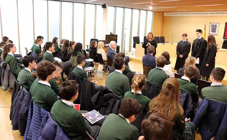 El Tribunal Superior de Justicia de Castilla y León acoge un juicio simulado para acercar a los escolares al mundo de la justicia