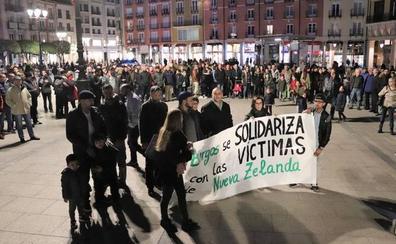 Cientos de personas se solidarizan en Burgos con las víctimas de Nueva Zelanda