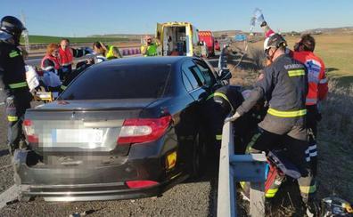 Cuatro heridos en la colisión entre un camión y un turismo en la A-62 a la altura de Los Balbases