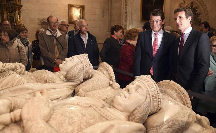 Pablo Casado visita la Catedral de Burgos y participa en el ciclo informativo de la Agencia ICAL