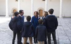 Aznar y sus nietos visitan el Museo Nacional de Escultura de Valladolid