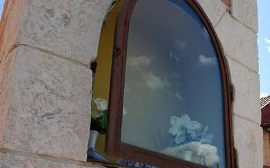 Roban una imagen de escayola de la Virgen de la Milagrosa de Viana de Cega
