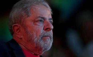 Lula cumple un año en prisión sin dinero para seguir litigando