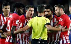 El Atlético centra su enfado en los árbitros y no en Costa