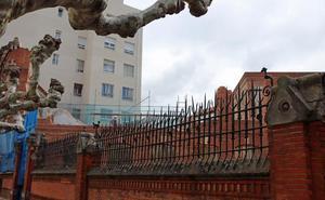 El Ayuntamiento ordena paralizar la demolición de la fachada del antiguo colegio Niño Jesús