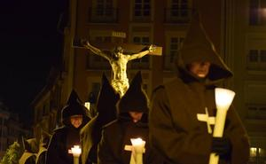 El silencio se escucha en el comienzo de la Semana Santa burgalesa