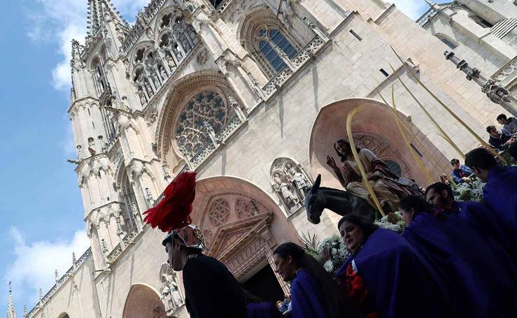 Procesión de Jesús en la Borriquilla por el centro de Burgos