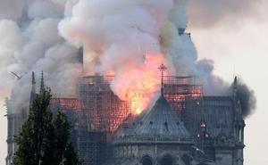 Arde la catedral de Notre Dame de París