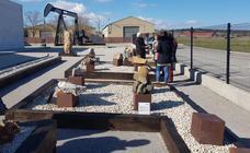 Un jardín con 21 ejemplares de rocas singulares completa el Museo del Petróleo