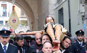 La hermandad burgalesa restaurará la talla del cristo fracturado pero necesitará apoyo económico