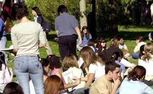 Los jóvenes españoles cada vez se emancipan más tarde