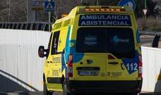 Herido un joven de 19 años en una colisión entre motocicleta y turismo en la calle Vitoria