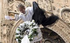 Aranda de Duero ha revivido la Bajada del Ángel con la pequeña Irene Arnaiz como protagonista