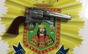Decomisan un arma de fuego simulada a un hombre que entraba en el Ayuntamiento de Burgos