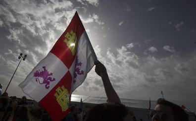 Casi 300 personas pasan la noche en Villalar de los Comuneros