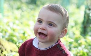 Divulgan tres fotografías del tercer hijo de los duques de Cambridge por su primer cumpleaños