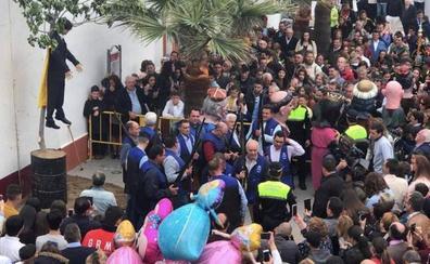 Torra denuncia ante la Fiscalía el 'fusilamiento' del muñeco de Puigdemont en Coripe por «incitación al odio»