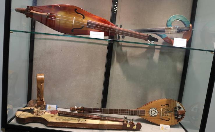 'Exposición de instrumentos musicales' de Valentín Alonso en la Casa de Cultura de Gamonal