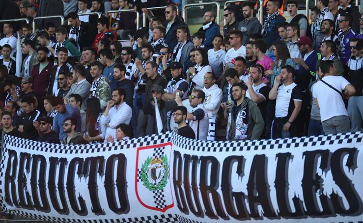 la afición del Burgos CF celebra la victoria de su equipo