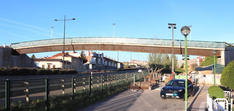 La pasarela de El Crucero ya está colocada sobre la autovía
