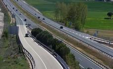 El turismo que provocó un accidente en Sarracín entró en sentido contrario en la A-1 por un error humano