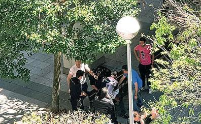 Detenido durante un permiso carcelario por apuñalar a su expareja en una plaza de Salamanca