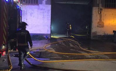 Un incendio destruye un almacén de paja de Melgar de Fernamental