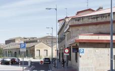 El agresor de su expareja en Salamanca está hospitalizado tras autolesionarse en los calabozos