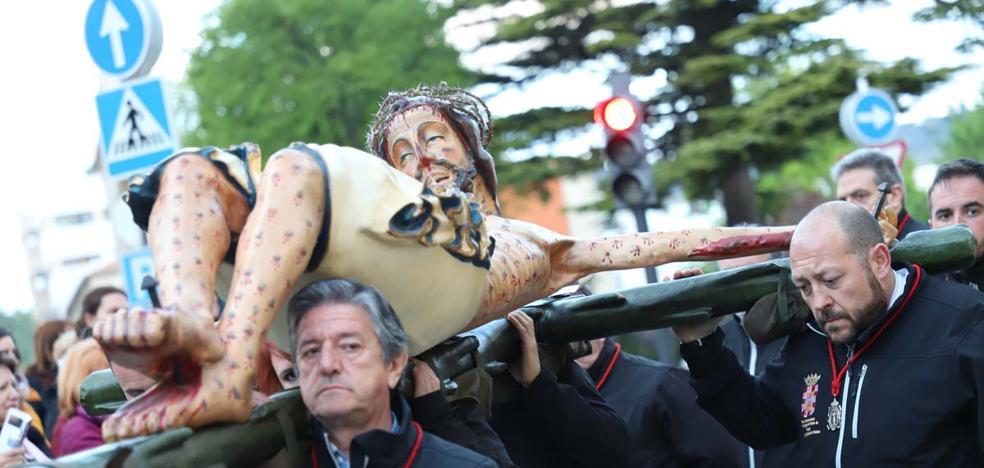 El Santísimo Cristo vuelve a procesionar por las calles de Burgos