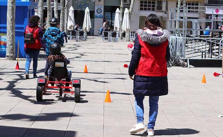 Cruz Roja Burgos ha celebrado una jornada de convivencia en la Plaza de España