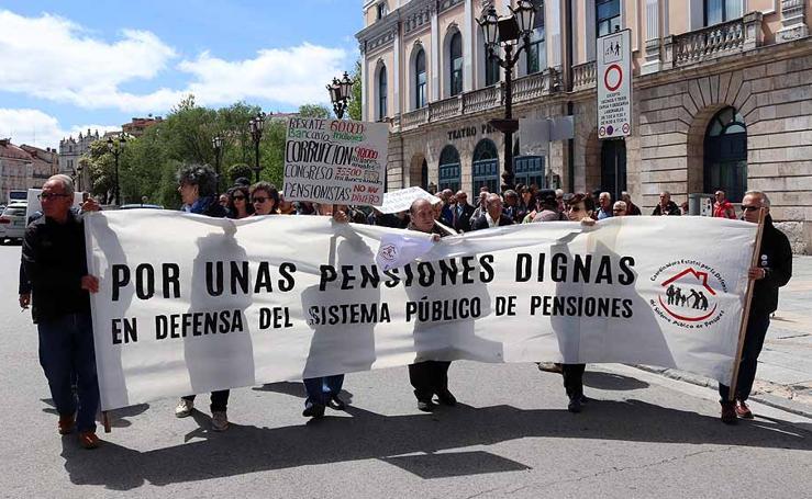 Pensionistas y jubilados salen a la calle para pedir dignidad en las pensiones y bienestar social