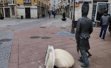 Un nuevo acto de vandalismo en la escultura del Tetín y el Danzante