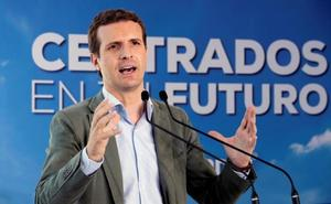 Los barones del PP toman las riendas de sus campañas para amortiguar la caída